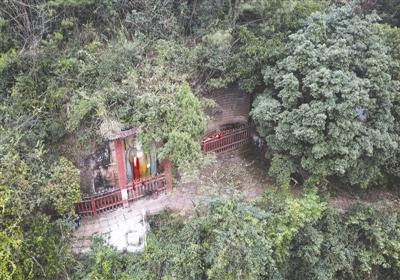 """Ít người biết rằng """"Hang động Da Tang"""" được giấu trong hòn đảo nhỏ Thành Đô ở ba hướng đối diện mặt nước biển."""
