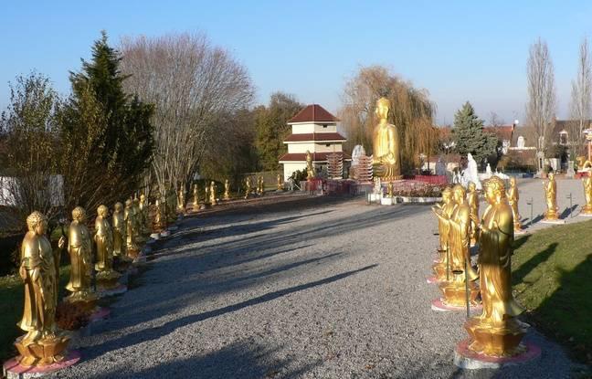 Cuối xuân này bạn có dự định đi đâu chơi chưa? Noyant nơi trưng bày các bức tượng phật khổng lồ của châu ÁtạiAuvergne.