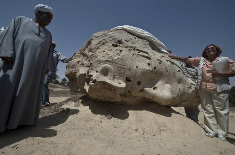 Các nhà khảo cổ Armenia khôi phục bức tượng của Pharaoh Ai Cập