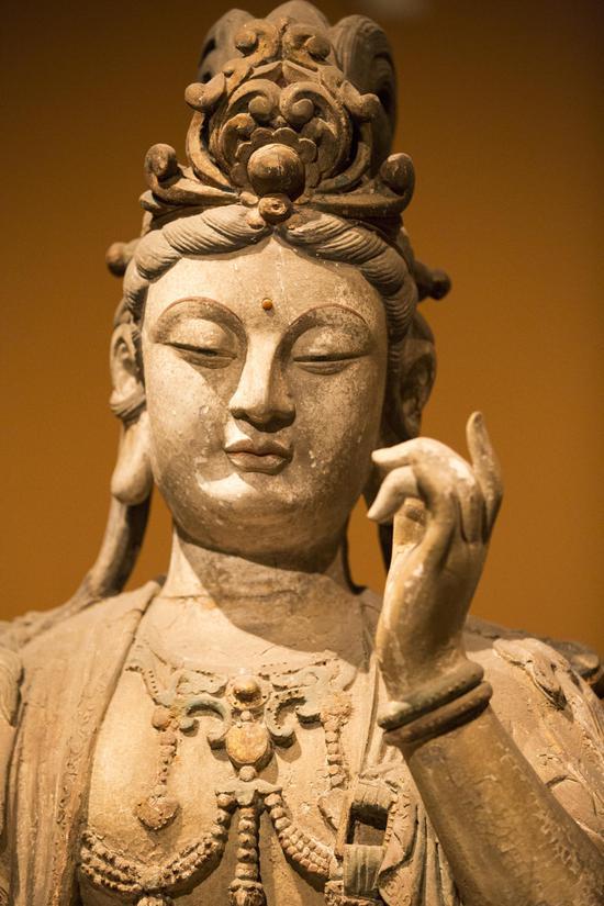 Có rất nhiều loại tượng Phật, như chạm khắc đá, composite, thạch cao vậy các loại tượng Phật phổ biến là gì?