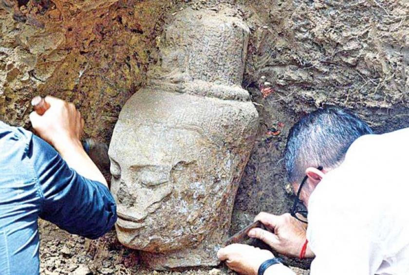 Tượng Mẹ Quán Thế Âm Bồ Tát bằng đá được khai quật tại Quốc gia Apsara