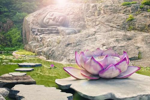 Một bức tượng Phật 600 tuổi nổi lên từ mặt nước ở Trung Quốc