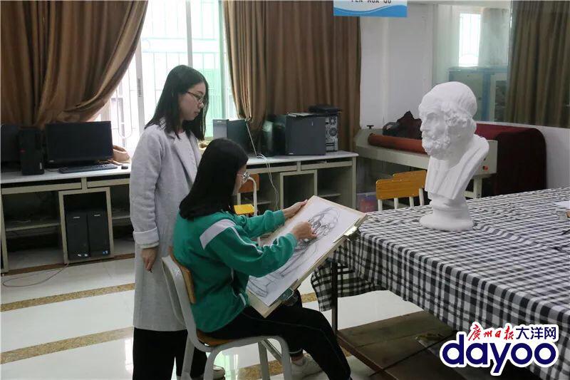 Trung Quốc: Học sinh trung học cũng có thể đăng ký học khoá làm tượng thạch cao giá rẻ bậc đại học đại học!