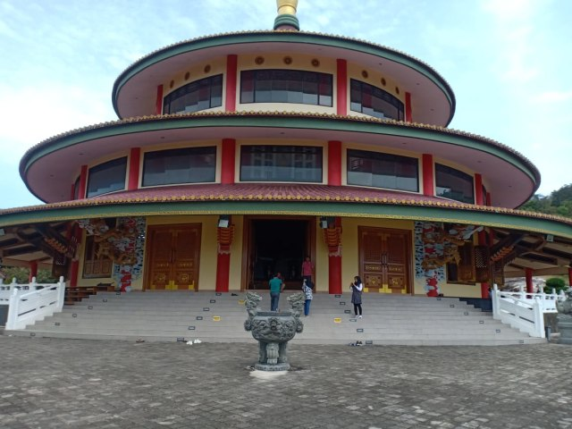 Du lịch tôn giáo Bangka: Nuance của 3 tôn giáo ở Padepokan Puri Tri Agung