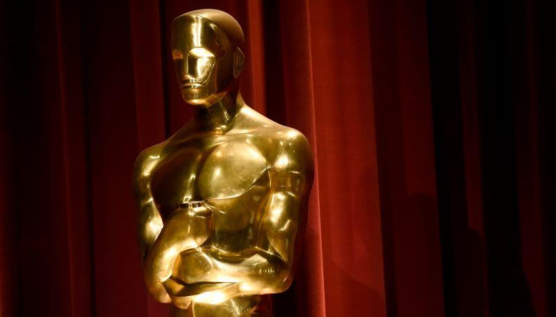 Cuộc đời của một bức tượng Oscar đầy những tương phản