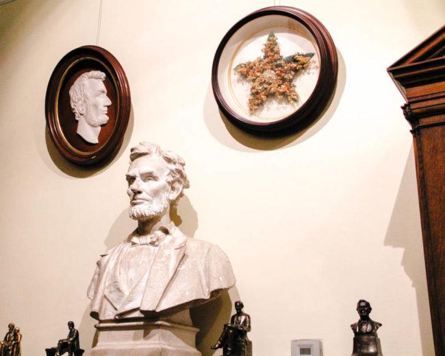 Bộ sưu tập bao gồm các đồ tạo tác quý hiếm, độc đáo, mặt nạ từ Abraham Lincoln, Napoleon