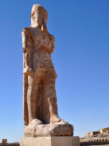Tượng pharaoh danh giá nhất ở Ai Cập được phục hồi